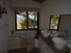 casa-amendoa-master-bathroom