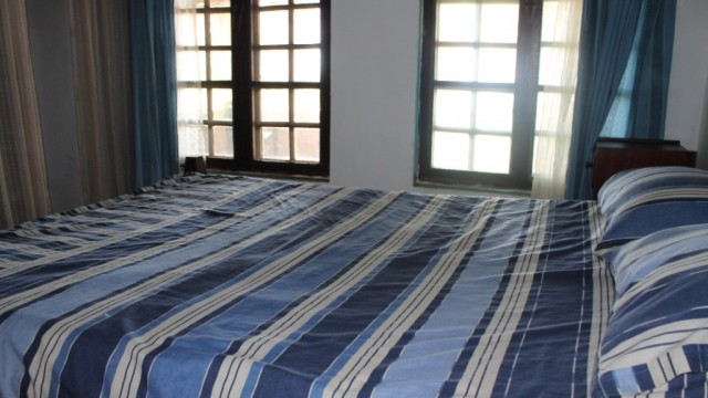 Bedroom double bed 2