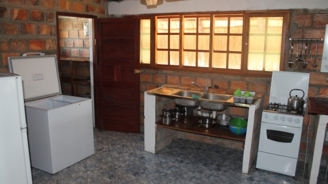 15 Kitchen area 1